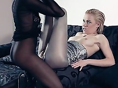 Pantyhose porn clips - pussy licking lesbian
